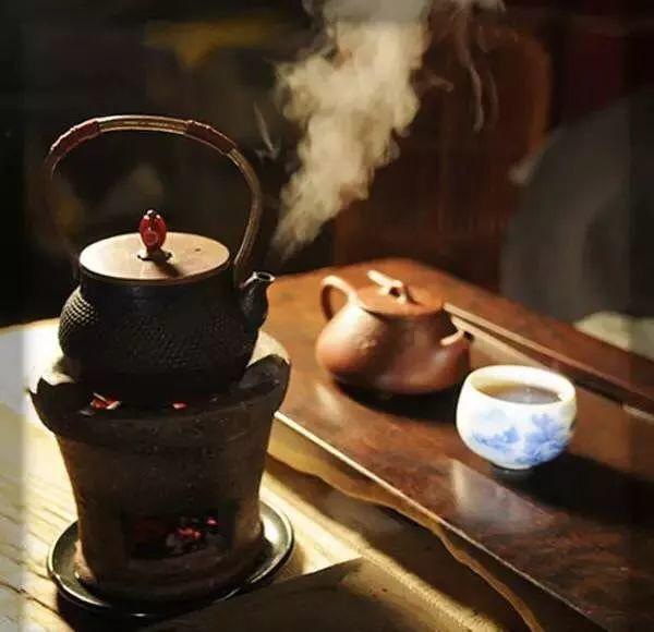 Khách hỏi mua cái ấm pha trà cũ nhưng không bán, người đàn ông ngoài 60 sau đó phải đối mặt với 1 cảnh tượng chưa từng thấy - Ảnh 2.