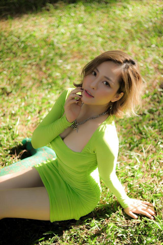 Không hở hang quá mức, hot girl Trâm Anh vẫn ngày càng gợi cảm hơn - Ảnh 4.