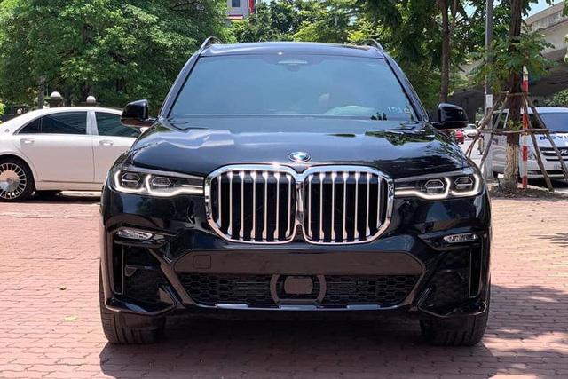 BMW X7 nhập tư hạ giá sốc: Rẻ hơn nửa tỷ đồng so với xe chính hãng, làm khó Lexus LX 570 - Ảnh 1.