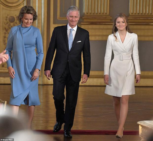 Nàng công chúa gánh trên vai vận mệnh của hoàng gia Bỉ gây sốt với vẻ ngoài xinh đẹp cùng khí chất của bậc nữ vương tương lai - Ảnh 1.