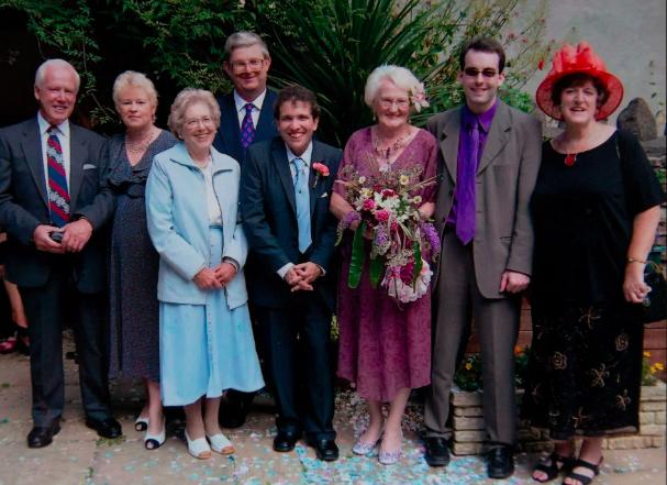 Đám cưới của bà Edna và Simon. Ảnh: South West News Service