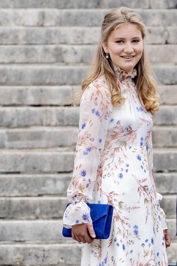 Nàng công chúa gánh trên vai vận mệnh của hoàng gia Bỉ gây sốt với vẻ ngoài xinh đẹp cùng khí chất của bậc nữ vương tương lai - Ảnh 5.