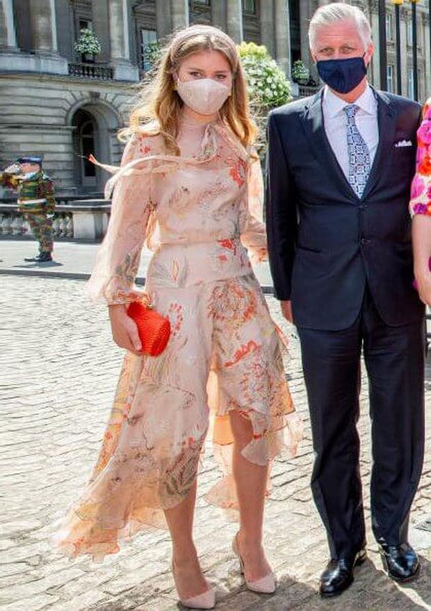 Nàng công chúa gánh trên vai vận mệnh của hoàng gia Bỉ gây sốt với vẻ ngoài xinh đẹp cùng khí chất của bậc nữ vương tương lai - Ảnh 6.
