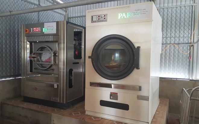 Làm rõ vụ máy giặt, sấy mua chỉ hơn 2 tỉ, bán vào 4 bệnh viện 12 tỉ: Nghe thông tin về giá thật, chúng tôi ngã ngửa - Ảnh 1.