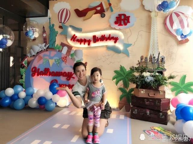 Hai con của ông vua nhạc Pop Châu Kiệt Luân học ở trường quý tộc - ảnh 2
