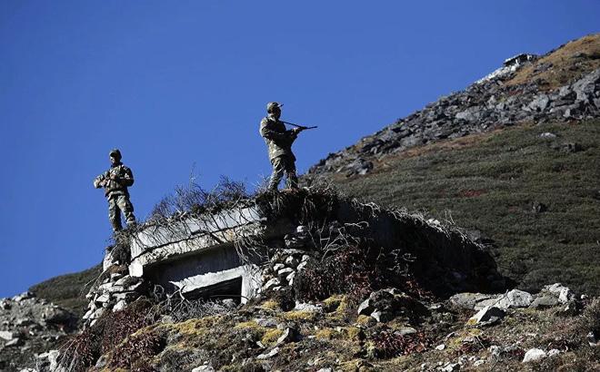 Hơn 50.000 lính Trung Quốc vẫn cố thủ ở biên giới: Quân đội Ấn Độ cảnh giác cao độ - Ảnh 1.