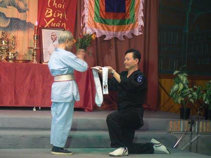 Cao thủ võ Việt đá gãy chân tên cướp ở Sài Gòn bằng tuyệt kỹ tảo địa cước trứ danh - Ảnh 2.