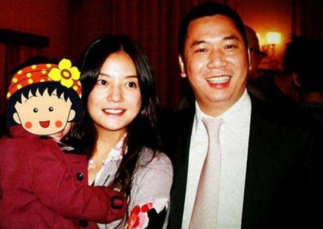 Hình ảnh hiếm hoi về cậu con trai soái ca ít ai biết của Triệu Vy - Ảnh 2.
