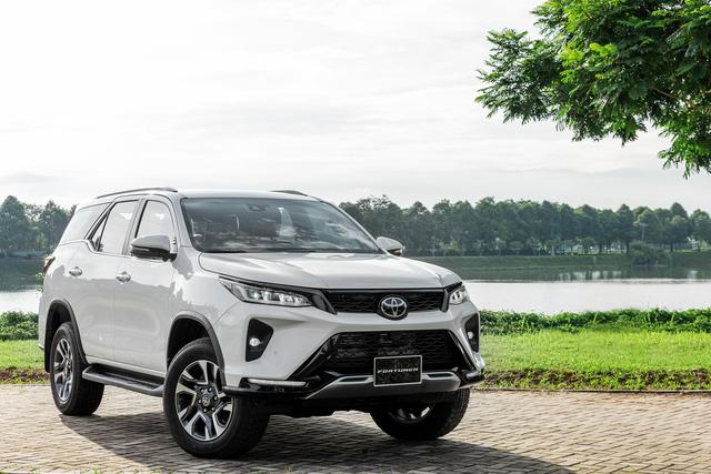Toyota Fortuner 2021 giá từ 995 triệu đồng: Giảm giá, thêm option quyết lấy lại ngôi vua SUV 7 chỗ tại Việt Nam - Ảnh 2.