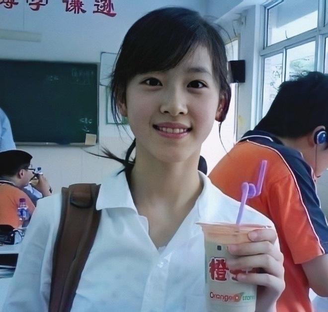 Dân mạng Trung Quốc phát sốt vì hot girl trà sữa Thái Lan, không giấu giếm mình là người chuyển giới - Ảnh 1.