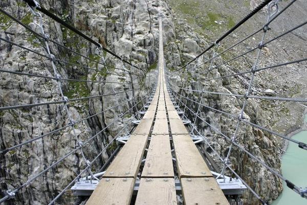 Đang định qua sông thì phát hiện cây cầu có vấn đề, chỉ bằng 1 hòn đá, vị hòa thượng cứu sống 1 mạng người - Ảnh 2.