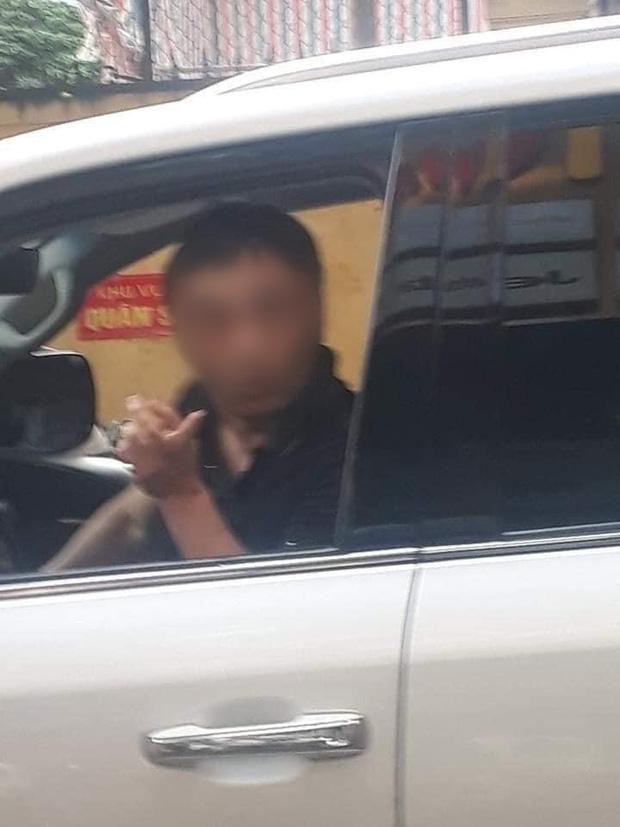 Danh tính đại gia đi Lexus LX 570 bị đánh ghen còn ra tay bóp cổ vợ trên phố Lý Nam Đế - Ảnh 1.