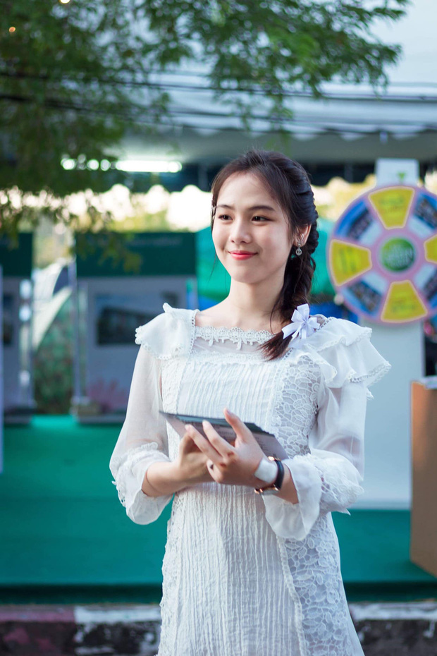 Dân mạng Trung Quốc phát sốt vì hot girl trà sữa Thái Lan, không giấu giếm mình là người chuyển giới - Ảnh 21.