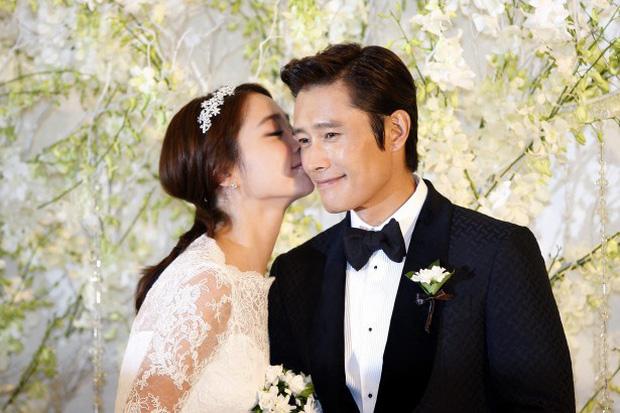 """Kết cục 5 sao nam châu Á """"đội vợ lên đầu"""": Người bị cắm sừng, kẻ ly hôn ầm ĩ, riêng Lee Byung Hun lên hương dù dính bê bối ngoại tình - Ảnh 13."""