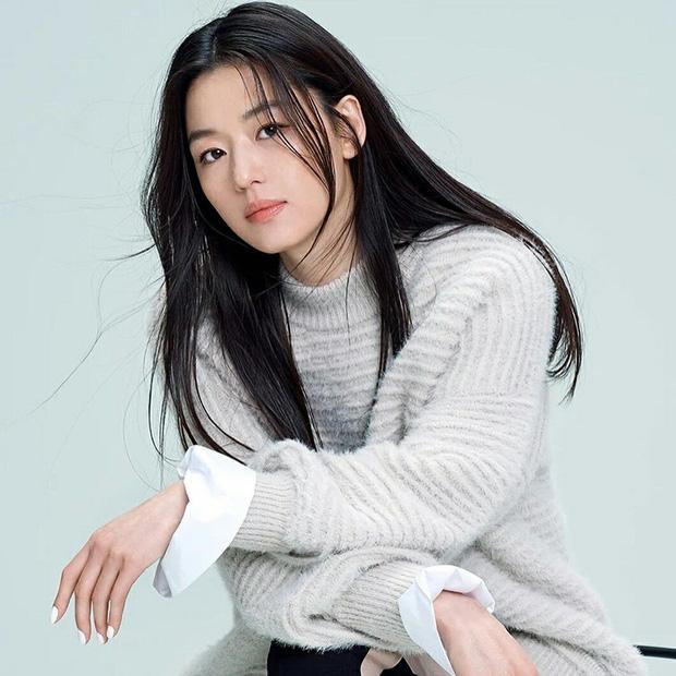 'Mợ chảnh' Jeon Ji Hyun đã hết... chảnh chỉ vì tóc mái, hội ngộ 'thái tử' gia tộc Samsung một thời tại sự kiện - ảnh 3
