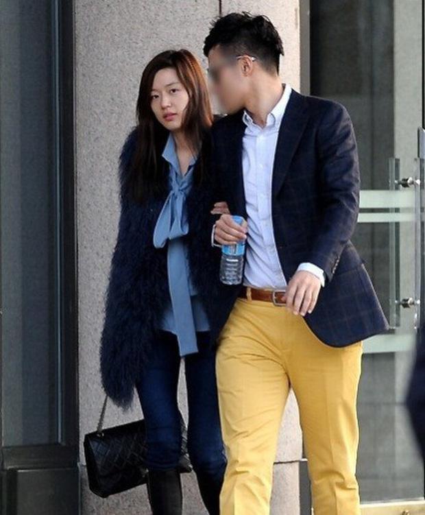 'Mợ chảnh' Jeon Ji Hyun đã hết... chảnh chỉ vì tóc mái, hội ngộ 'thái tử' gia tộc Samsung một thời tại sự kiện - ảnh 5