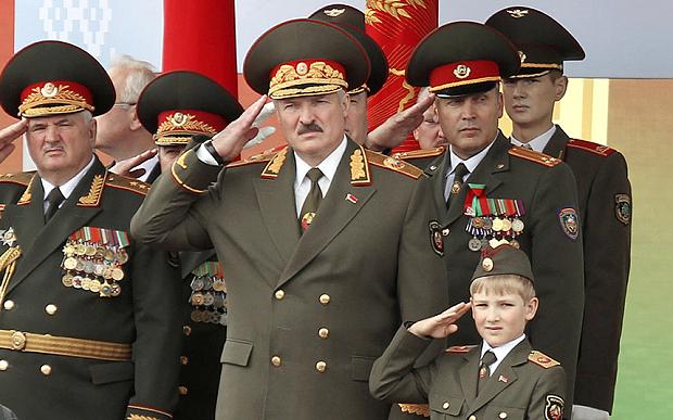Căng thẳng tột độ: Belarus đóng biên với Ukraine, Ba Lan; rộ tin ông Lukashenko bí mật gửi con đến Moskva - Ảnh 1.