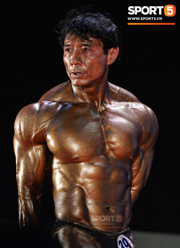 Lực sĩ Việt kiều lần thứ 3 vô địch thể hình lão tướng quốc gia: Body vạn người mê, tuổi 54 vẫn sở hữu cơ bắp đồ sộ khiến thanh niên ngả mũ thán phục - Ảnh 1.