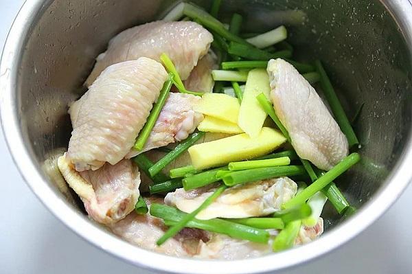 Không cần dầu ăn bạn vẫn làm được món cánh gà giòn tan, thơm phức khiến cả nhà bất ngờ - Ảnh 2.