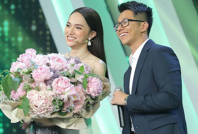 Bạn trai Hương Giang 'đọ' bạn trai Hoà Minzy: 2 thiếu gia với tài sản khủng, cưng chiều người yêu trên mạng cho đến ngoài đời - ảnh 11