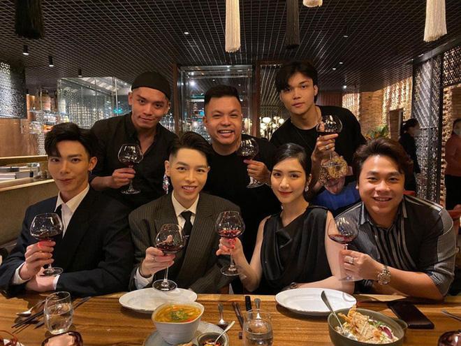 Bạn trai Hương Giang 'đọ' bạn trai Hoà Minzy: 2 thiếu gia với tài sản khủng, cưng chiều người yêu trên mạng cho đến ngoài đời - ảnh 18
