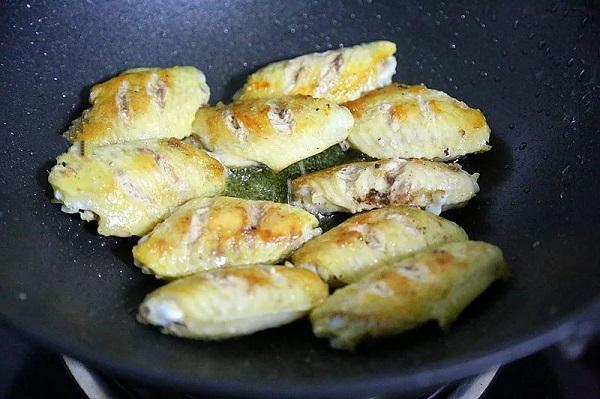 Không cần dầu ăn bạn vẫn làm được món cánh gà giòn tan, thơm phức khiến cả nhà bất ngờ - Ảnh 3.