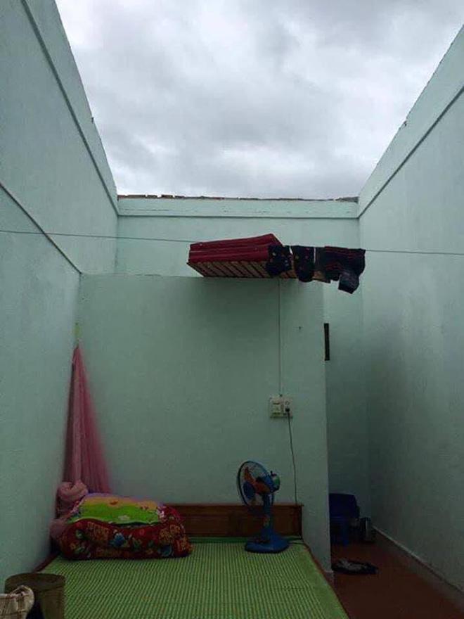 Sinh viên Đà Nẵng khóc ròng nhìn phòng trọ ngập tận mép giường, cả đêm thức trắng tát nước ra ngoài - Ảnh 9.