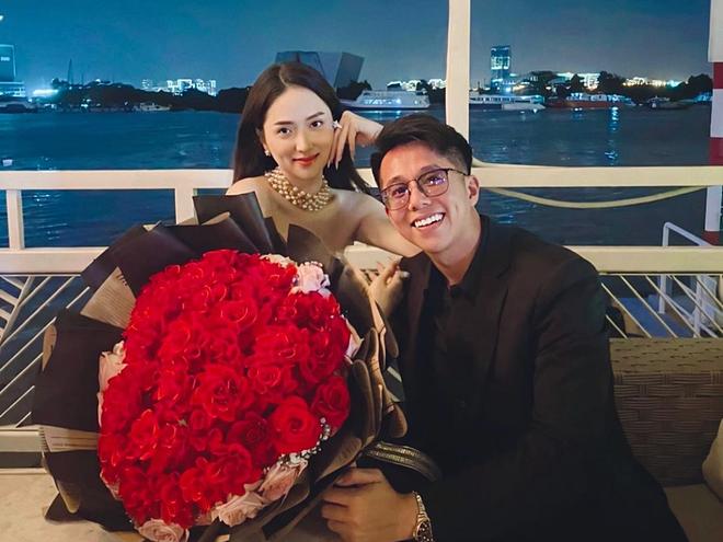 Bạn trai Hương Giang 'đọ' bạn trai Hoà Minzy: 2 thiếu gia với tài sản khủng, cưng chiều người yêu trên mạng cho đến ngoài đời - ảnh 9