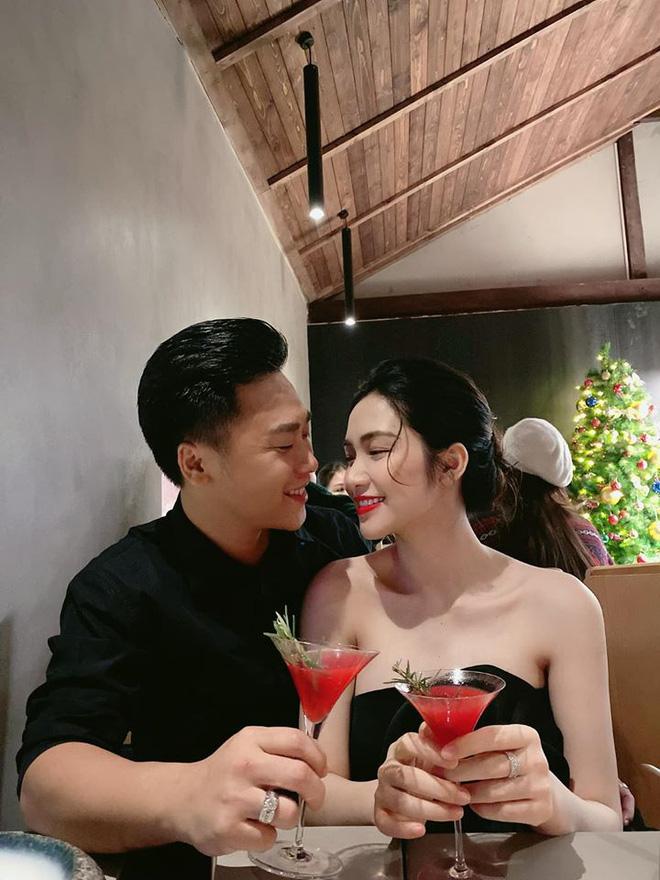 Bạn trai Hương Giang 'đọ' bạn trai Hoà Minzy: 2 thiếu gia với tài sản khủng, cưng chiều người yêu trên mạng cho đến ngoài đời - ảnh 10