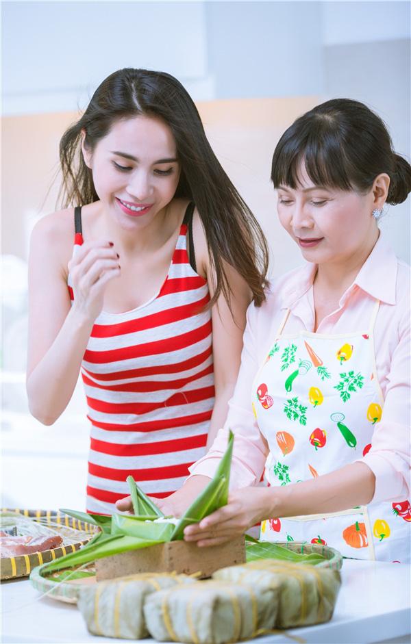 Sao Việt báo hiếu cha mẹ: Toàn mua nhà, mua xe tiền tỷ nhưng chất nhất vẫn là đại gia Lý Nhã Kỳ tặng mẹ hẳn resort - Ảnh 3.