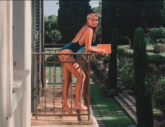 Con gái Dennis Bergkamp - Bạn gái van de Beek: Sexy đến không ngờ! - Ảnh 3.