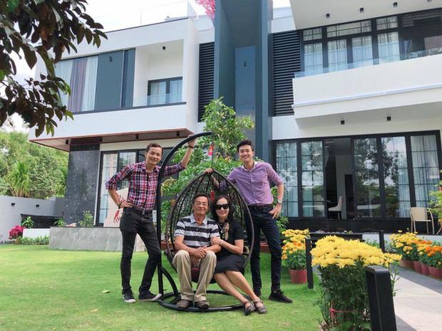 Sao Việt báo hiếu cha mẹ: Toàn mua nhà, mua xe tiền tỷ nhưng chất nhất vẫn là đại gia Lý Nhã Kỳ tặng mẹ hẳn resort - Ảnh 5.