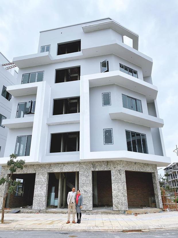 Sao Việt báo hiếu cha mẹ: Toàn mua nhà, mua xe tiền tỷ nhưng chất nhất vẫn là đại gia Lý Nhã Kỳ tặng mẹ hẳn resort - Ảnh 7.