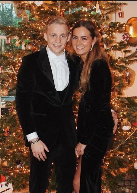 Con gái Dennis Bergkamp - Bạn gái van de Beek: Sexy đến không ngờ! - Ảnh 7.