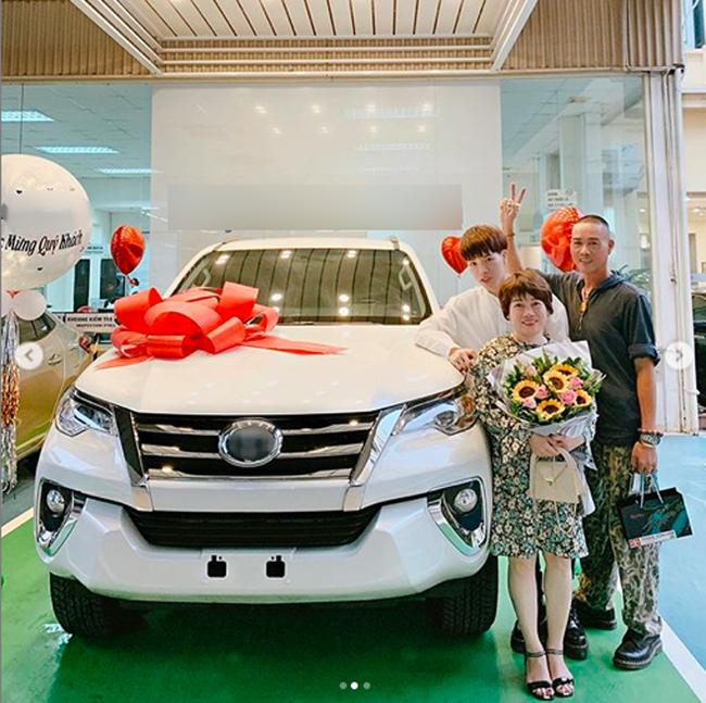 Sao Việt báo hiếu cha mẹ: Toàn mua nhà, mua xe tiền tỷ nhưng chất nhất vẫn là đại gia Lý Nhã Kỳ tặng mẹ hẳn resort - Ảnh 8.