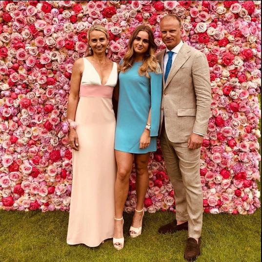 Con gái Dennis Bergkamp - Bạn gái van de Beek: Sexy đến không ngờ! - Ảnh 8.