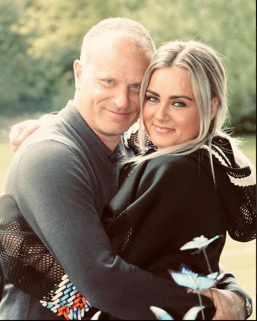 Con gái Dennis Bergkamp - Bạn gái van de Beek: Sexy đến không ngờ! - Ảnh 9.