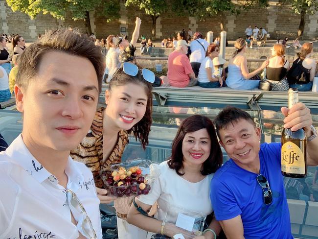 Sao Việt báo hiếu cha mẹ: Toàn mua nhà, mua xe tiền tỷ nhưng chất nhất vẫn là đại gia Lý Nhã Kỳ tặng mẹ hẳn resort - Ảnh 10.