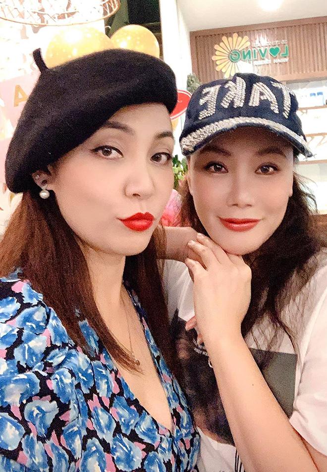 Vẻ gợi cảm, sành điệu của chị gái ruột Hồ Quỳnh Hương - Ảnh 2.