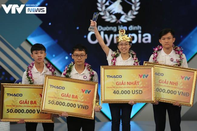 Nhà vô địch nữ sau 9 năm của Đường lên đỉnh Olympia: Đội vòng nguyệt quế bằng vàng nguyên chất, nhận phần thưởng 40 nghìn USD - Ảnh 4.