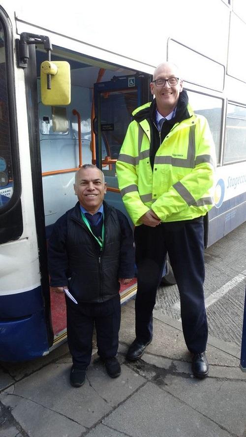 Sở hữu chiều cao 1m36, người đàn ông Iraq trở thành tài xế xe buýt lùn nhất thế giới - Ảnh 2.