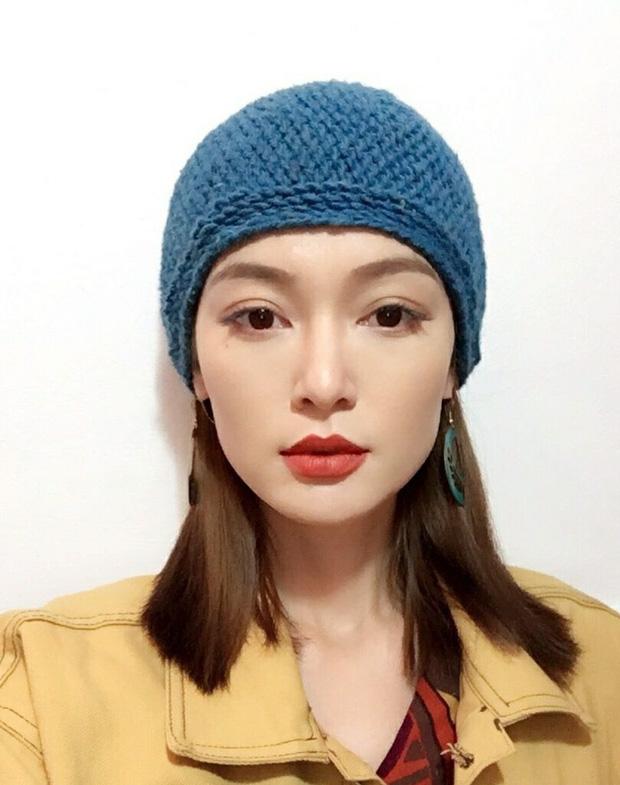 Cô bạn có số làm hot girl khi sở hữu gương mặt vừa giống Lisa (BLACKPINK) lại na ná Địch Lệ Nhiệt Ba - Ảnh 1.