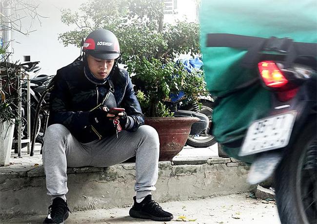 Cựu tuyển thủ U18 Việt Nam chạy xe ôm kiếm sống: Mơ ngày trở lại sân cỏ - Ảnh 2.