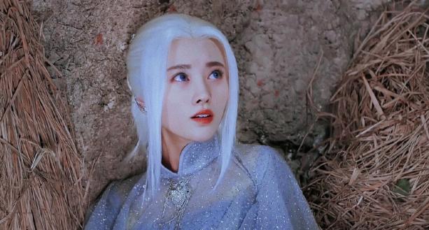 Loạt mỹ nhân Hoa ngữ đọ độ quyến rũ trong tạo hình tóc trắng - ảnh 5