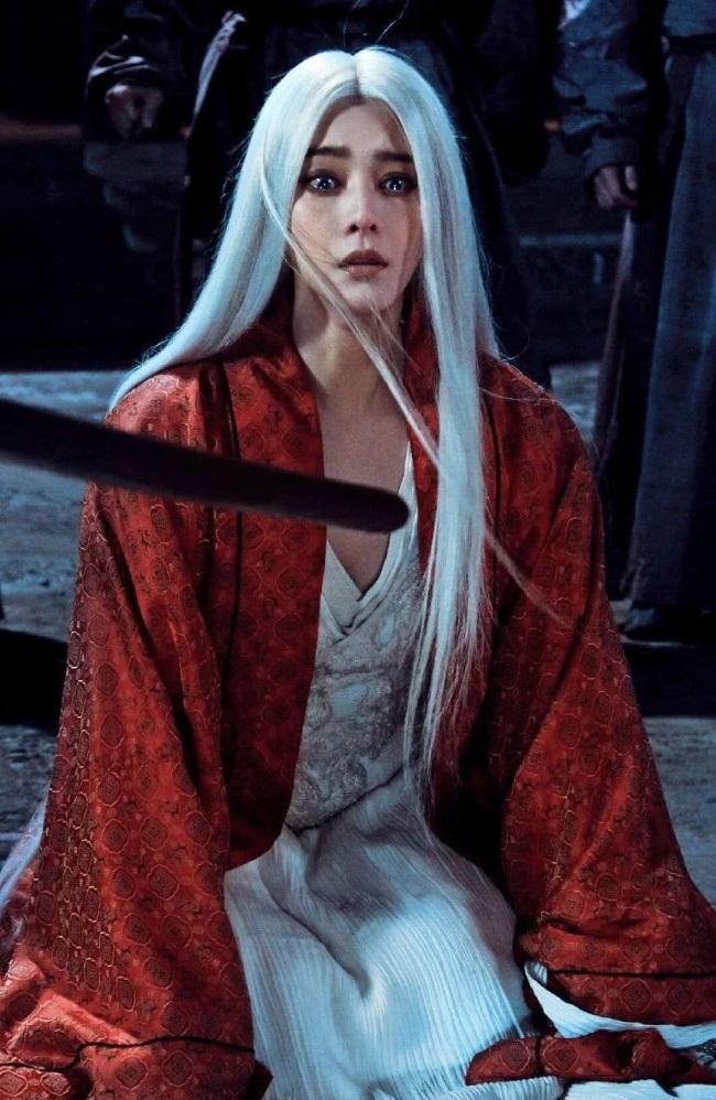 Loạt mỹ nhân Hoa ngữ đọ độ quyến rũ trong tạo hình tóc trắng - ảnh 9