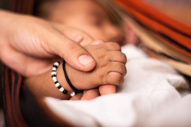 Vợ vừa sinh con, chồng vào viện thăm, nhìn 1 cái đã khăng khăng đây không phải con mình - Ảnh 2.