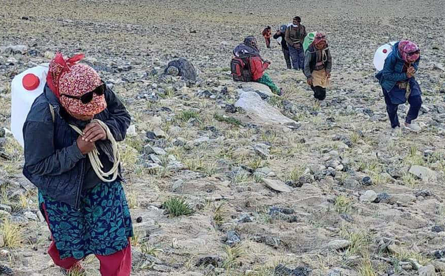 """Nhận tiếp tế đặc biệt: Quân đội Ấn Độ để lộ """"điểm yếu nguy hiểm"""" so với Trung Quốc"""