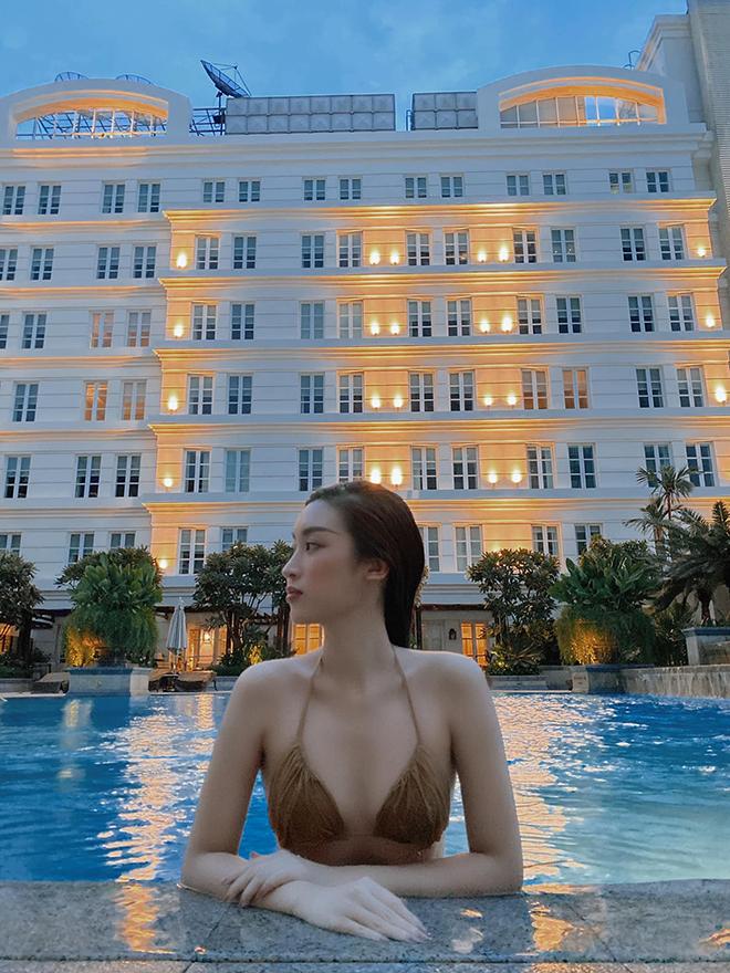 Hoa hậu Đỗ Mỹ Linh chăm khoe ảnh bikini táo bạo - Ảnh 1.