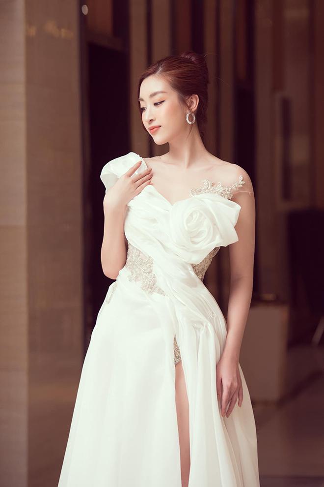 Hoa hậu Đỗ Mỹ Linh chăm khoe ảnh bikini táo bạo - Ảnh 10.