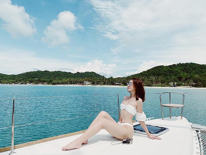Hoa hậu Đỗ Mỹ Linh chăm khoe ảnh bikini táo bạo - Ảnh 5.